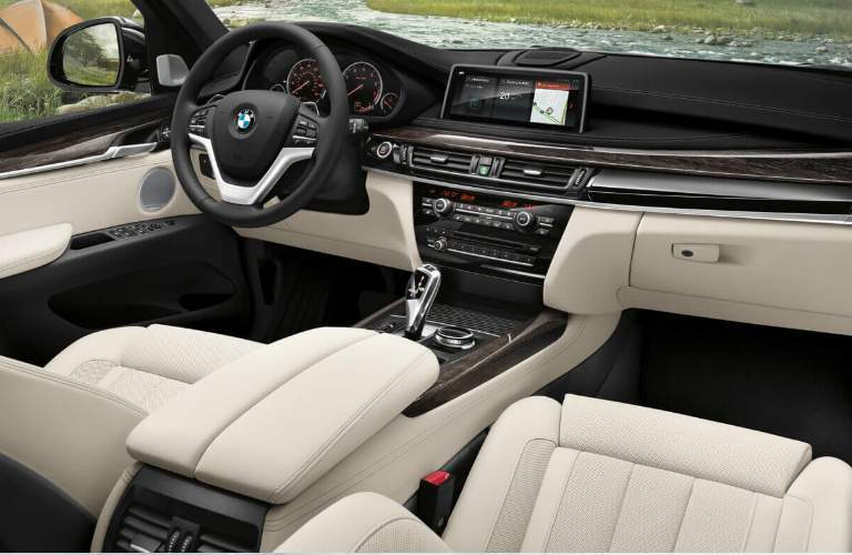 2018 BMW X5 Dashboard and Front Seats