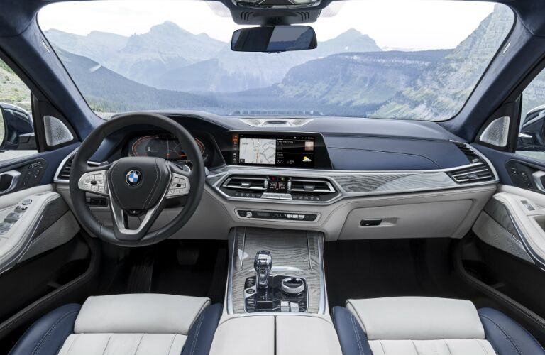Dashboard and White and Grey Front Seats in 2019 BMW X7