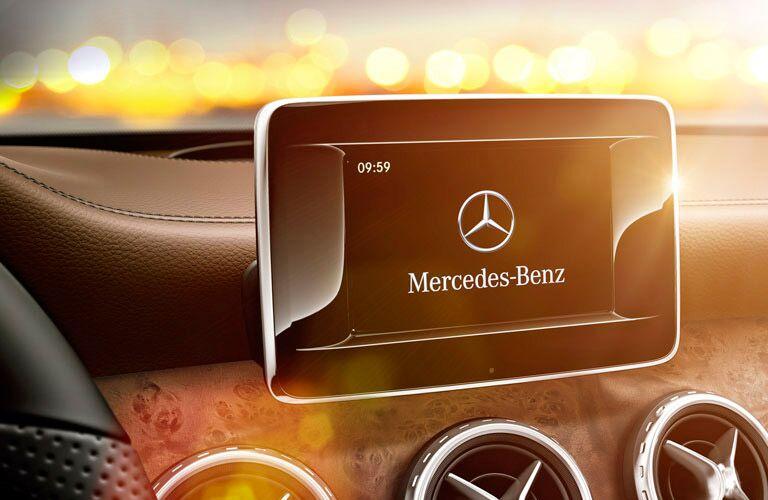 2016 Mercedes-Benz GLA infotainment system