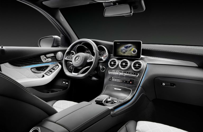 2016 Mercedes-Benz GLC dashboard view