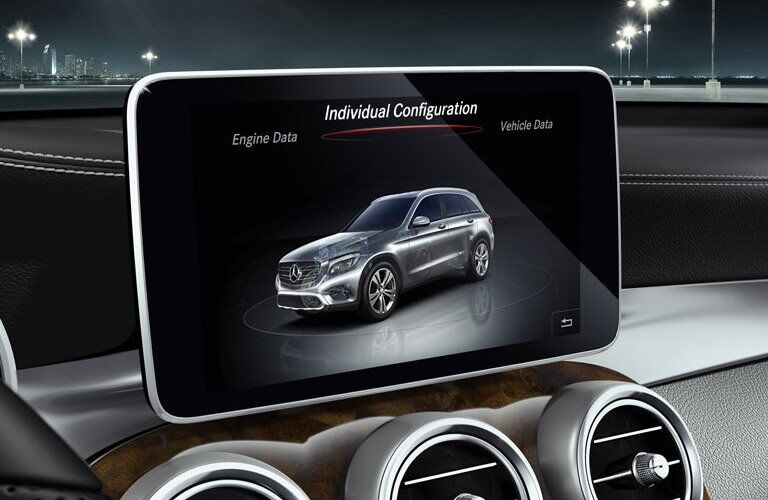 2017 Mercedes-Benz GLC display closeup