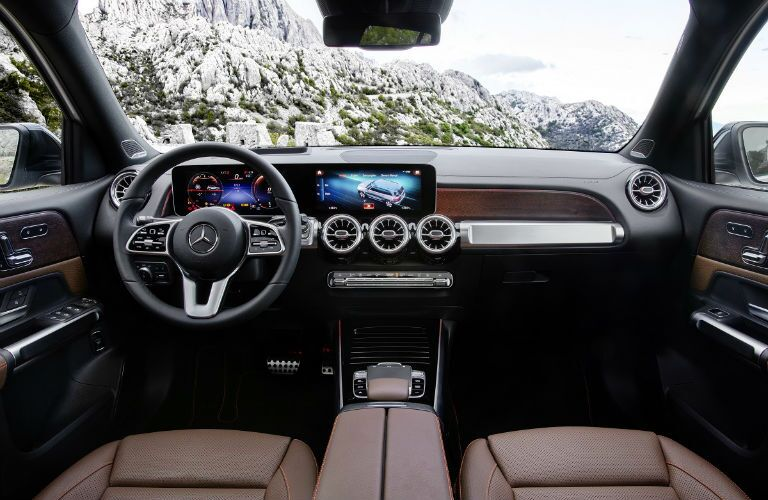 2020 mercedes-benz glb interior with touchscreen on