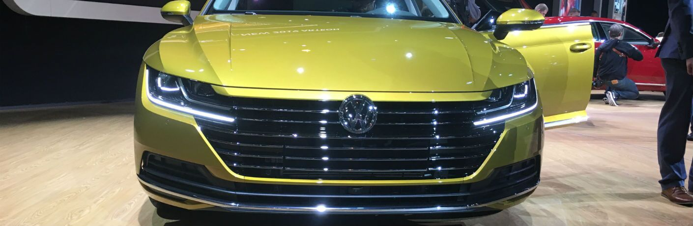 A close up photo of the original grille design on the 2019 VW Arteon at the Chicago Auto Show