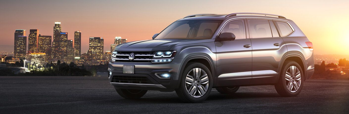 A left profile photo of the 2018 VW Atlas in front of a city skyline.