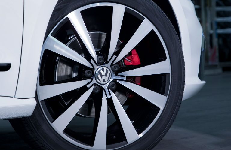 A close up photo of the exclusive wheel design of the 2018 VW Passat GT.
