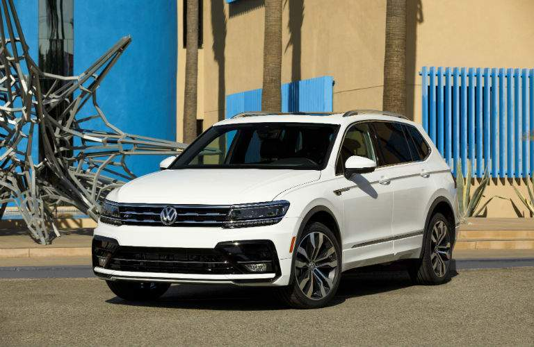 A front left quarter photo of a white 2018 VW Tiguan R-Line