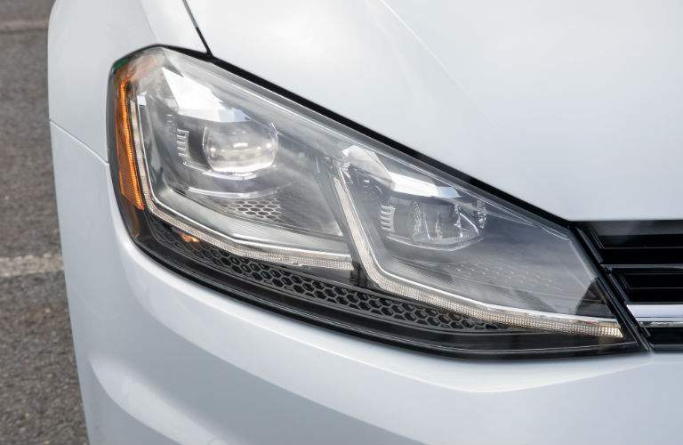 Front passenger side headlight now features LED technology in the 2018 VW Golf