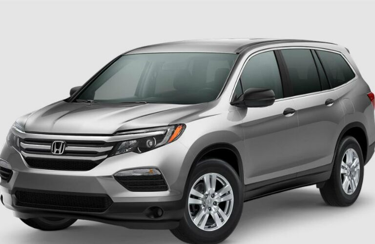 front view of a silver 2018 Honda Pilot