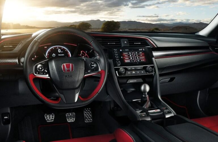 Cockpit view in the 2019 Honda Civic Type R