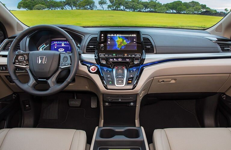 Cockpit view in the 2019 Honda Odyssey