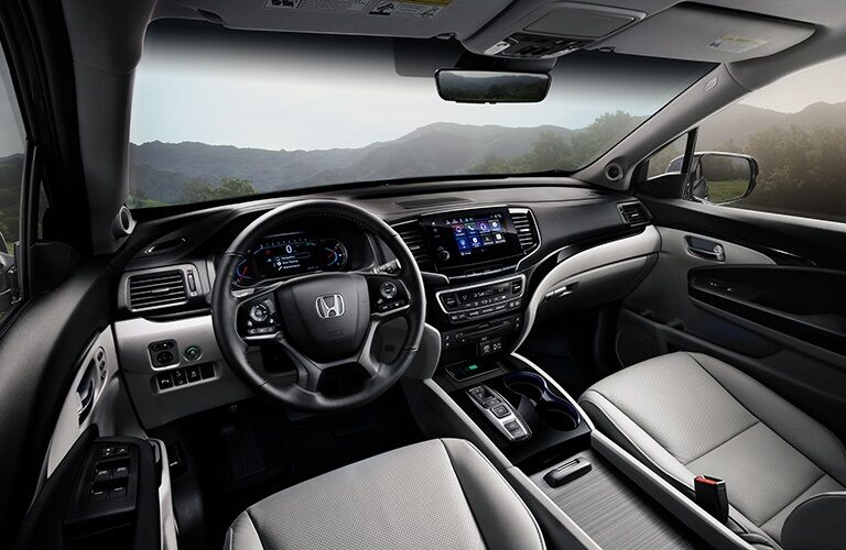 Cockpit view in the 2019 Honda Pilot
