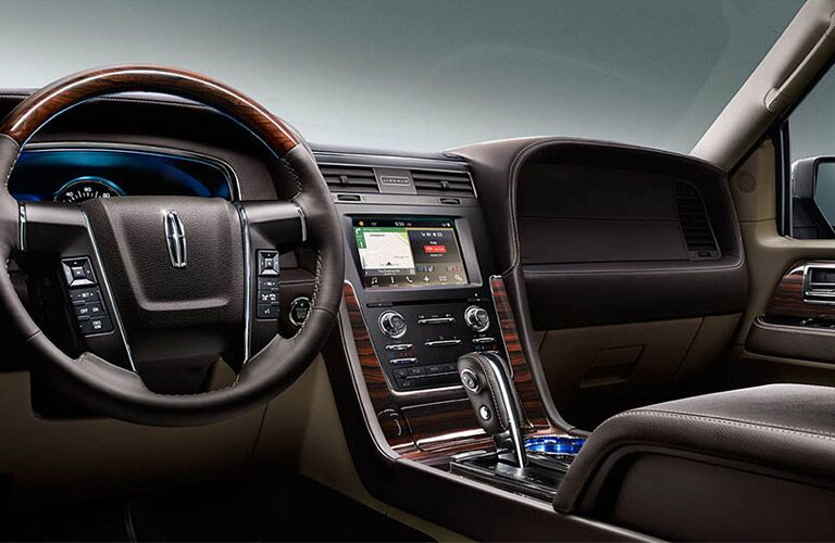 2016 Lincoln Navigator Milwaukee, WI interior features and options
