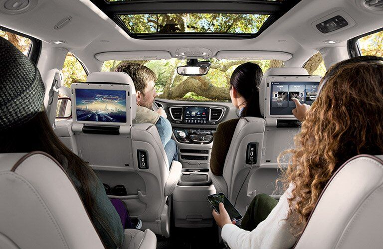 2017 Chrysler Pacifica technology features