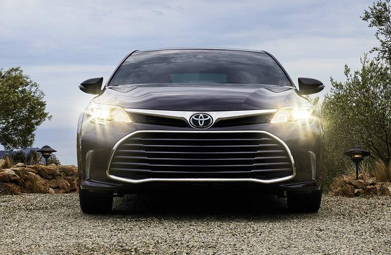 Black 2018 Toyota Avalon facing forward