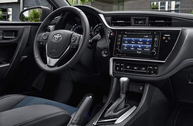 Steering wheel and infotainment system in the 2018 Toyota Corolla