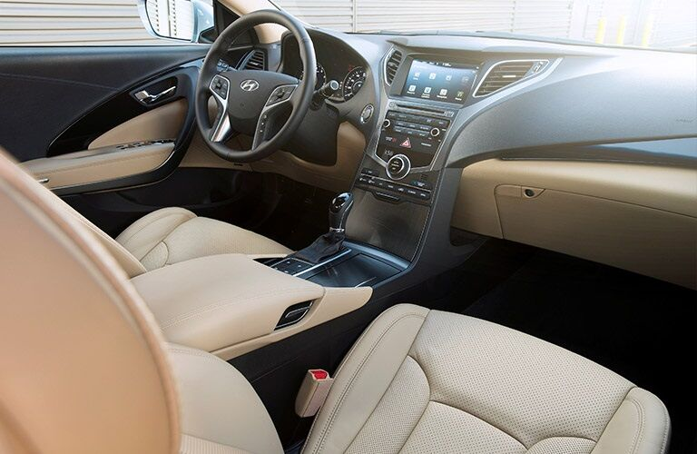 steering wheel and dashboard of the 2017 Hyundai Azera