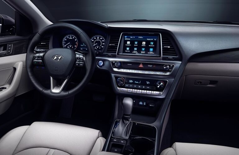 Cockpit view in the 2019 Hyundai Sonata