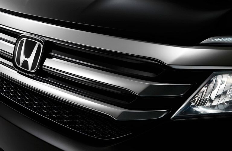 grille of the 2017 Honda Pilot