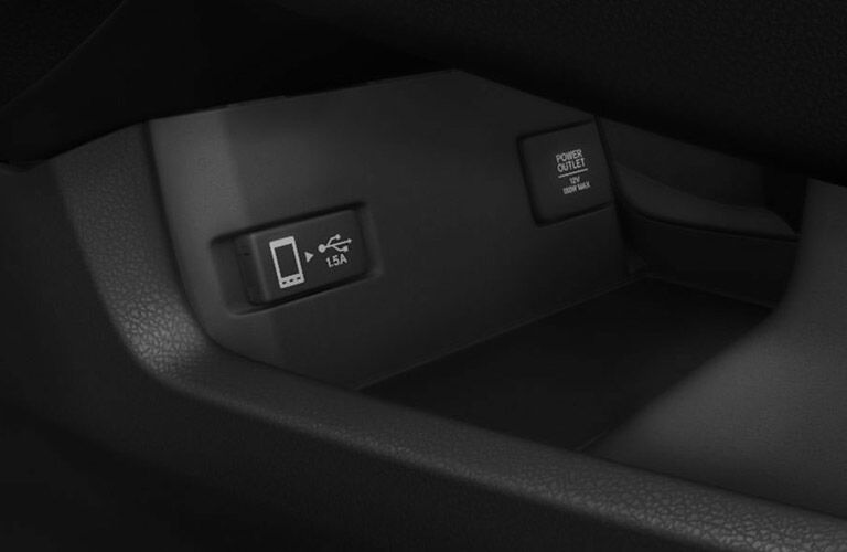 USB port and power outlet in the 2017 Honda Civic LX