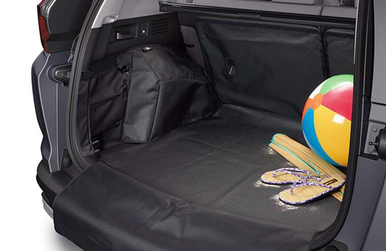 rear cargo area of the 2018 Honda CR-V EX-L with a beachball in the corner