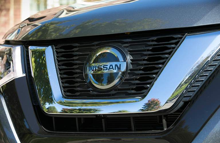 closeup of 2018 Nissan Rogue front grille and Nissan logo