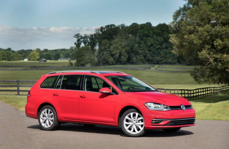 2018 Volkswagen Golf SportWagen red exterior side