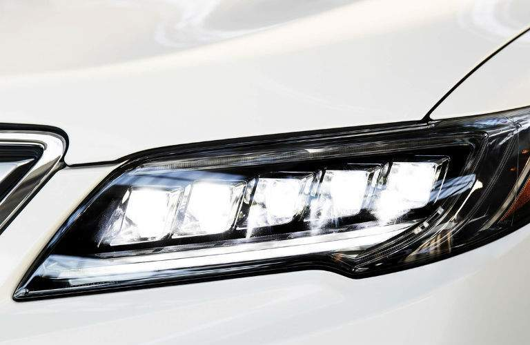 2018 Acura RDX headlight close-up