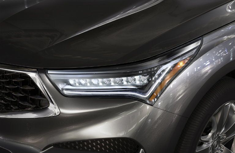 Jewel-eye headlight of the 2019 Acura RDX