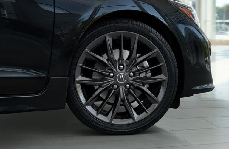 Close up of the Shark Grey wheel on a black 2020 Acura ILX A-Spec Package