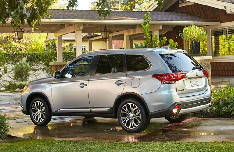 how does the 2017 Mitsubishi outlander compare to the toyota rav4?