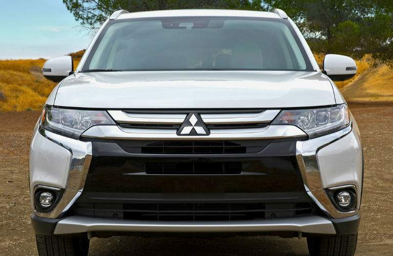 A full head-on photo of the 2018 Mitsubishi Outlander
