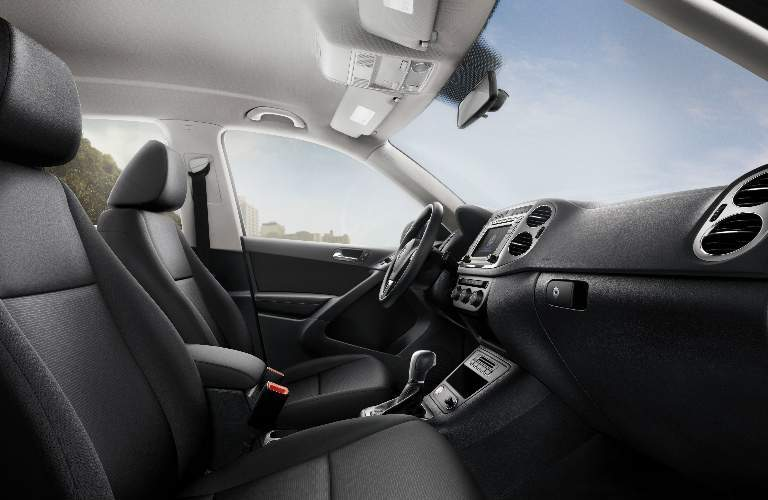 Front interior of 2017 Volkswagen Tiguan Limited