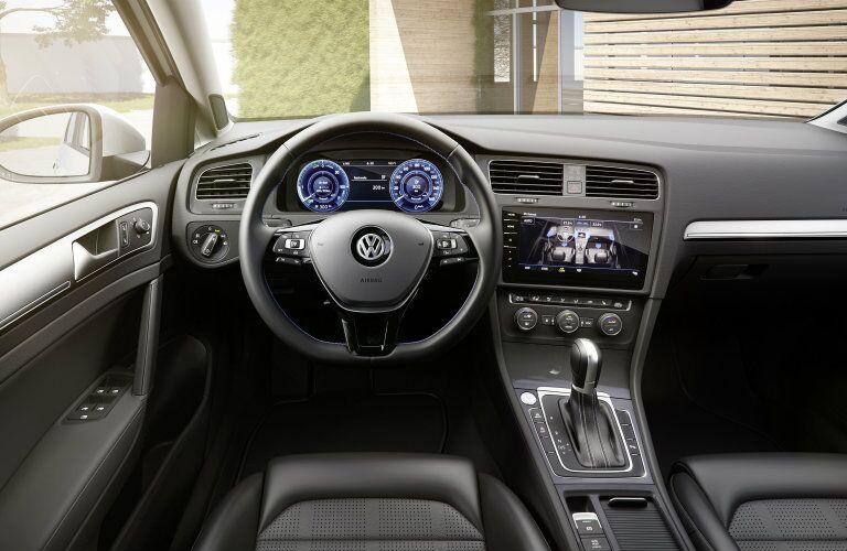 2017 Volkswagen e-Golf steering wheel and dash