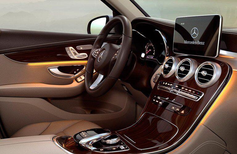 2017 Mercedes-Benz GLC driver's seat dashboard