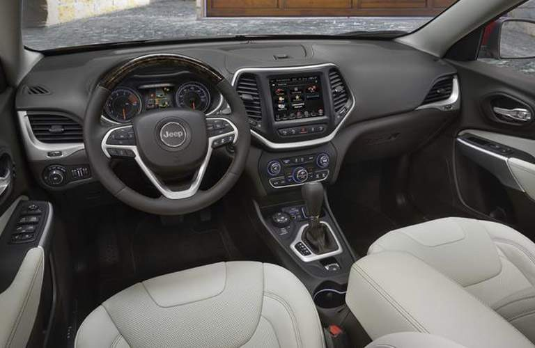 2018 jeep cherokee interior front row with steering wheel and infotainment system