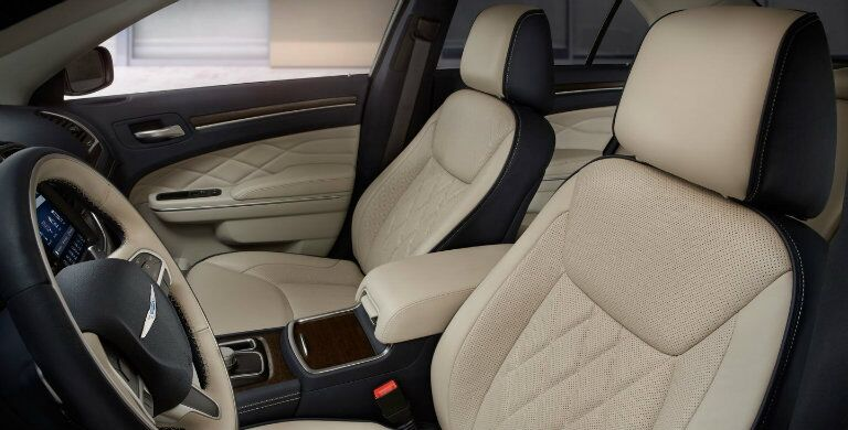 Black and tan stylish seats inside the 2018 Chrysler 300