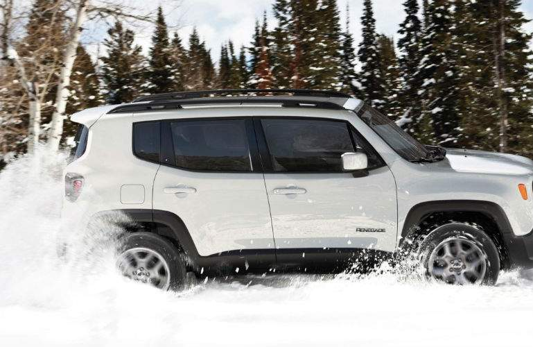 2018 Jeep Renegade driving through snow