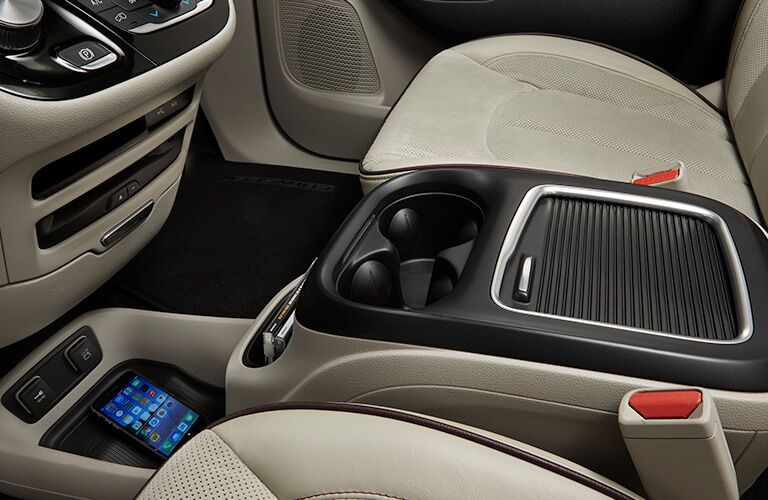 2019 Chrysler Pacifica cupholders and seats