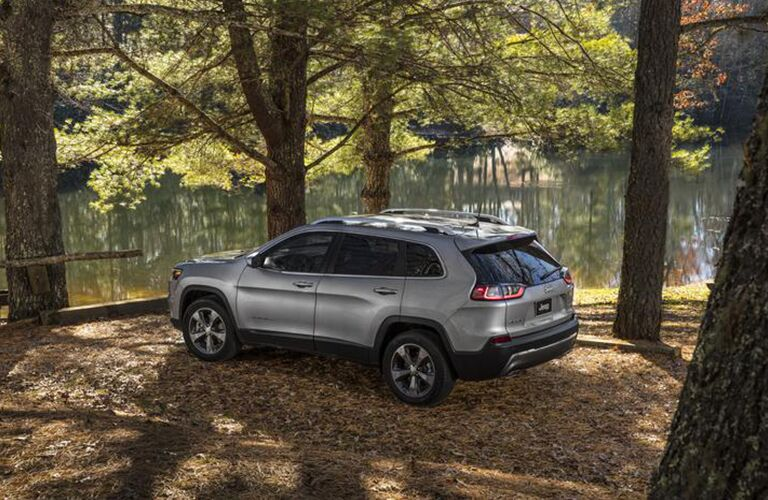 Profile view of silver 2020 Jeep Cherokee