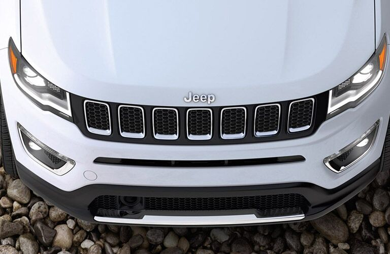 2020 Jeep Cherokee white top of hood and grille close up