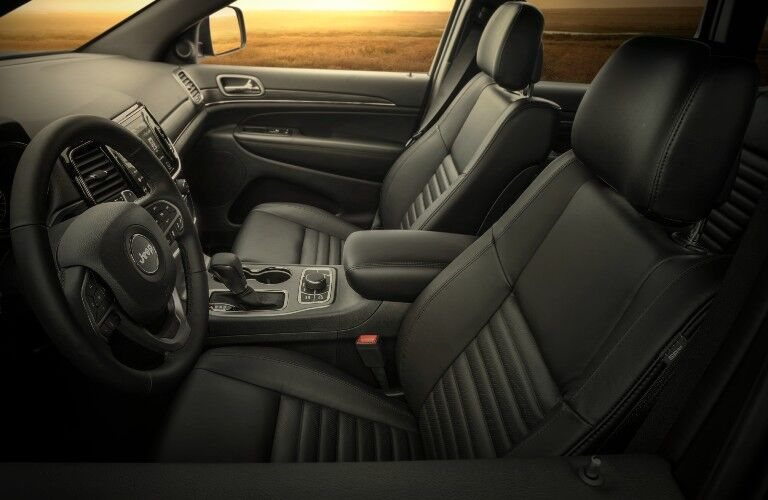2020 Jeep Grand Cherokee Limited X interior front seats and steering wheel
