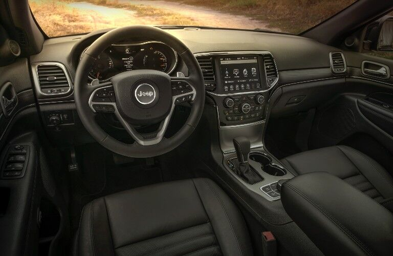2020 Jeep Grand Cherokee Limited X interior steering wheel and dashboard