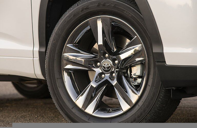 2017 Toyota Highlander Hybrid Chrome Rims