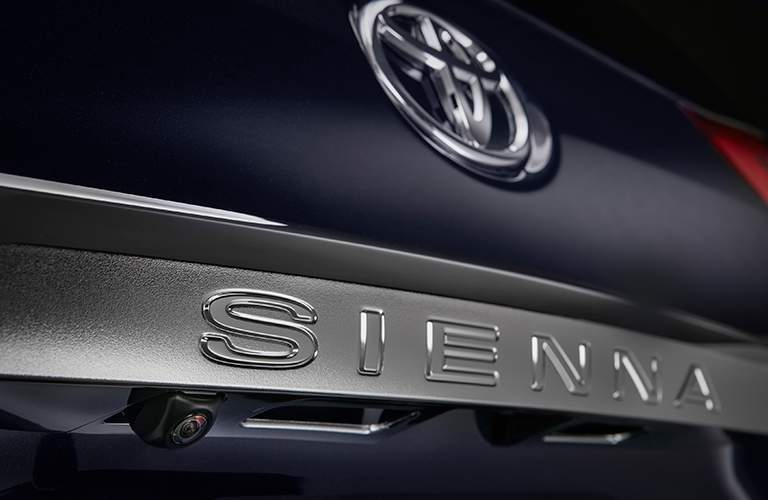 "Rear plate of the 2018 Toyota Sienna that says ""Sienna"""