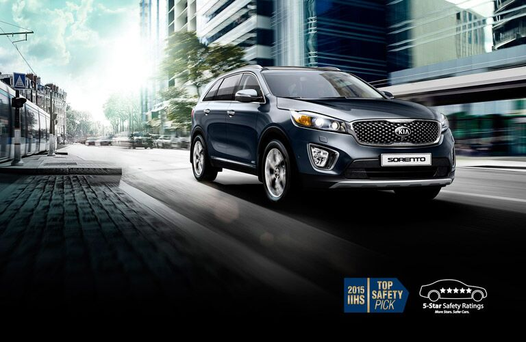 Exterior View of 2016 Kia Sorento in Navy