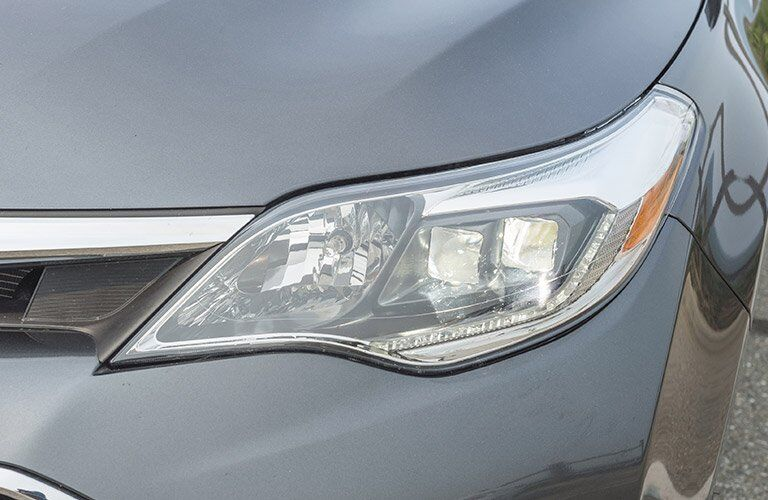 2017 Toyota Avalon Hybrid headlight design