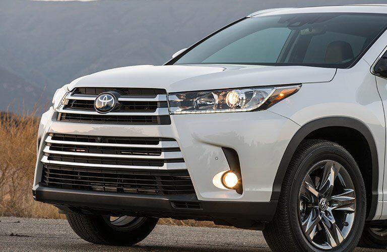 2017 Toyota Highlander Hybrid sporty front grille