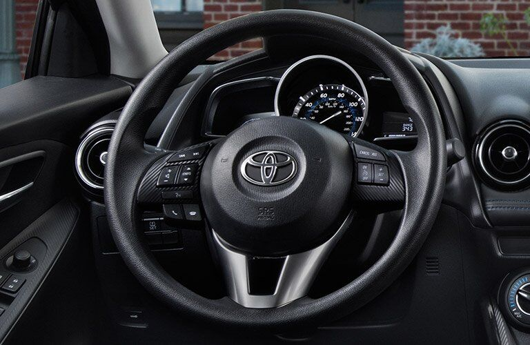 2017 Toyota Yaris iA steering wheel mounted controls