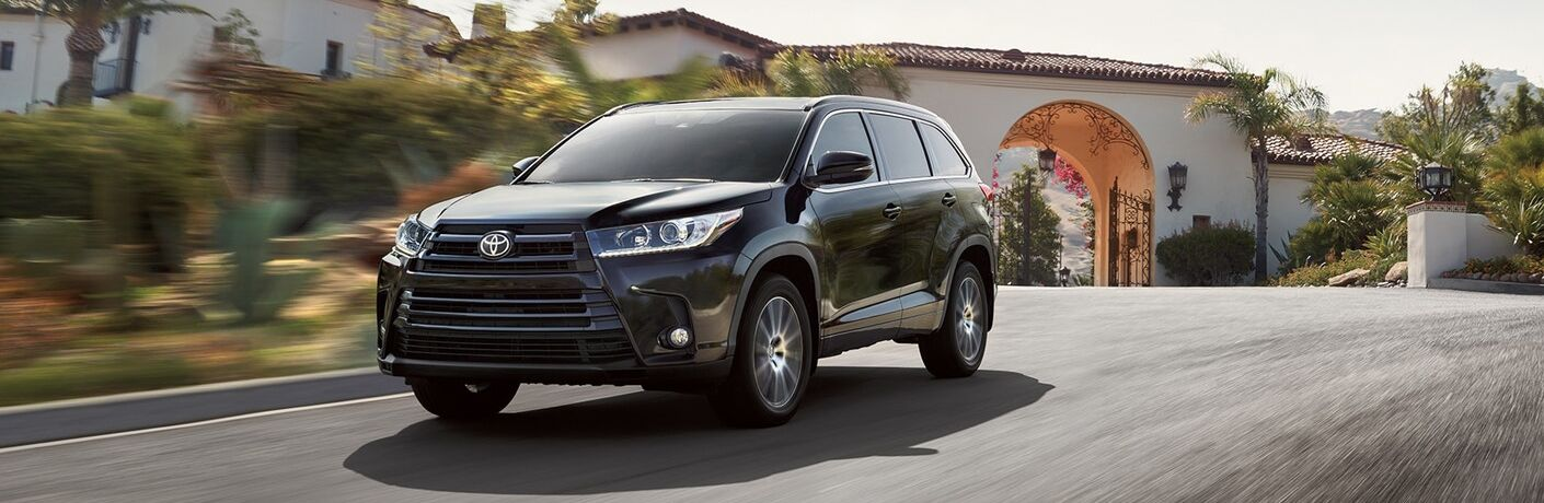 A front left quarter photo of the 2019 Toyota Highlander.