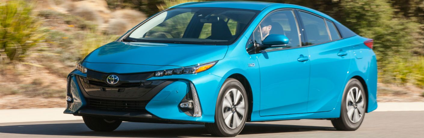 A front left quarter photo of the 2018 Toyota Prius Prime.